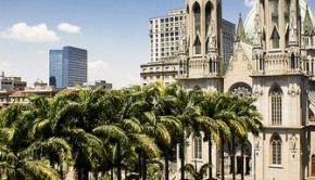 Construction of the monumental Catedral da Sé (São Paulo See Metropolitan Cathedral) began in 1913 and was not completely finished 1967. It is the largest church in São Paulo and has a capacity for 8,000 people.