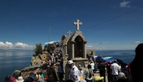 Thousands of faithful arrive to Copacabana for Semana Santa, and a large percentage climb to Cerro Calvario to pay homage to Christ and the Virgen Morena.