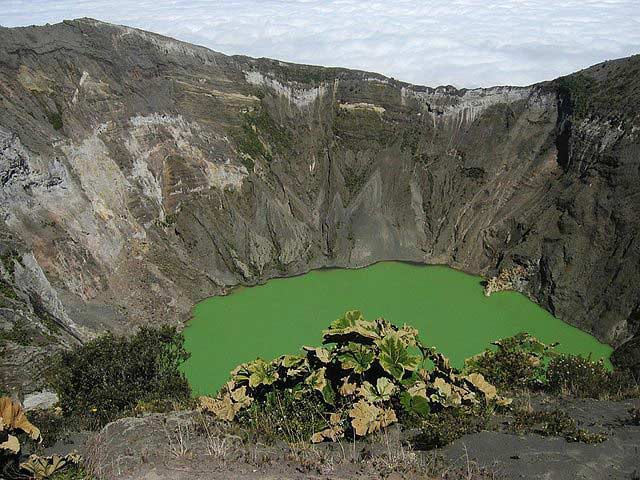tour to Irazu volcano in Costa Rica