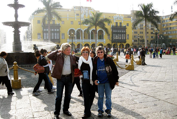 Monica and her group pose in front of the fountain of Lima's Plaza de Armas