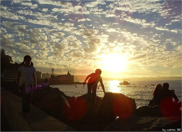 A beautiful sunset at Reñaca Beach – a ideal complement to a busy Chile vacation in Santiago.