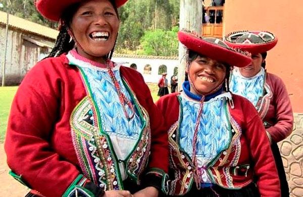 Chinchero, Quechua women, Peru vacations, Peru For Less