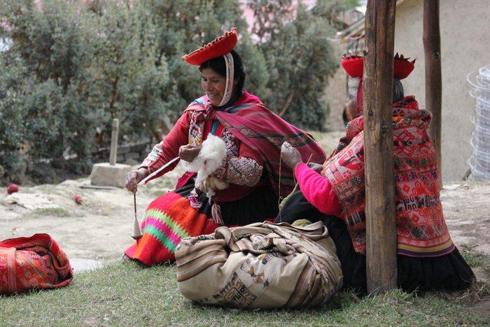 Awamaki, cusco, responsible tourism, Peru for less