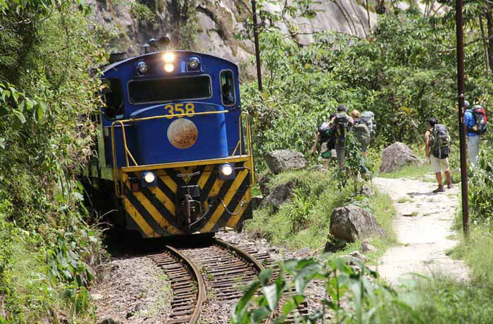 train, machu picchu, cusco, peruforless