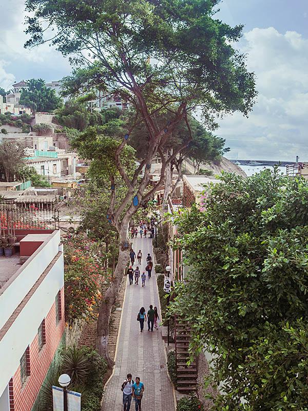 The Bajada de Baños, a popular walkway in Barranco leading down to the beach.
