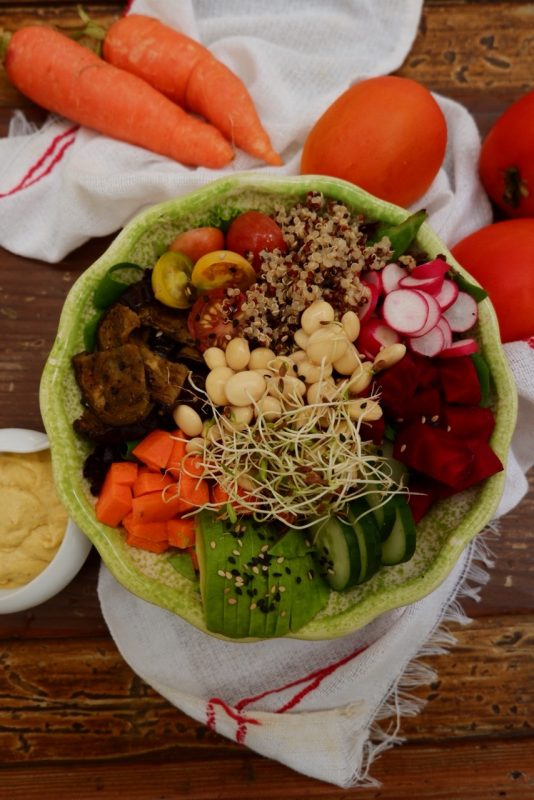 A delicious looking salad at Las Vecinas.