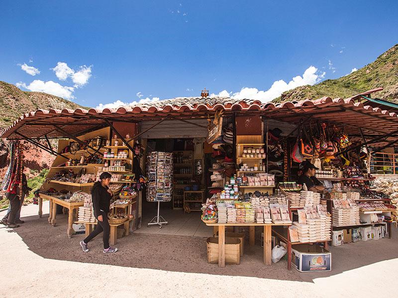 Market for purchasing Sal de Maras.