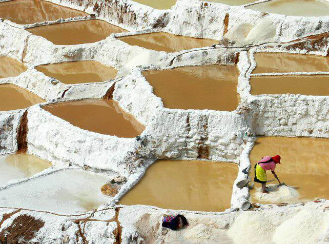 visiting the salt pans of Maras