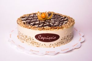 Full cake with chocolate lattice work and aguaymanto on top.