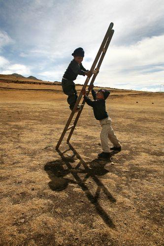 kids playing in Cusco