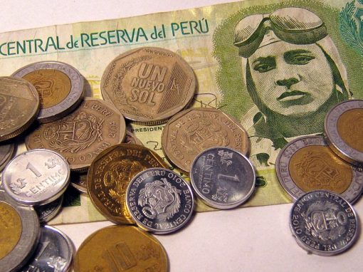 A pile of Peruvian nuevo soles consisting of one bill and an assortment of coins.