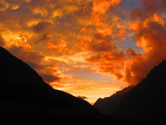 The sunset over the mountains in Huaraz, Peru