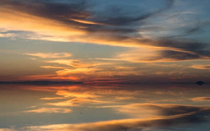 Salar de uyuni bolivia mirror to the sky