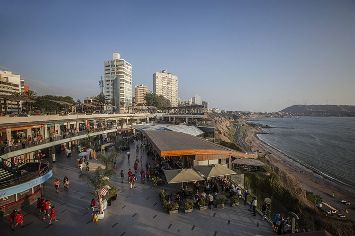 Larcomar-shopping-center-in-Lima