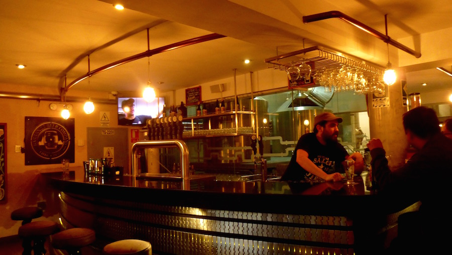 The spacious bar at Barranco Beer Company