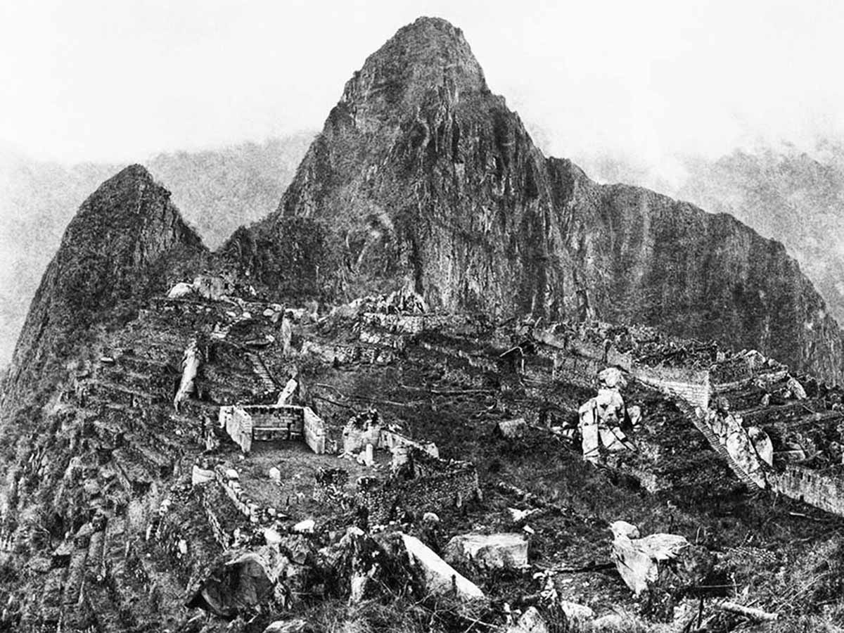A grainy black and white photo taken of Machu Picchu in 1911 with Huayna Picchu in the background.