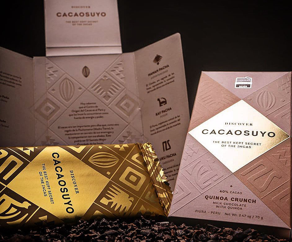 "The minimalist cardboard and gold packaging for Cacaosuyo's organic chocolate flavor ""quinoa crunch."""