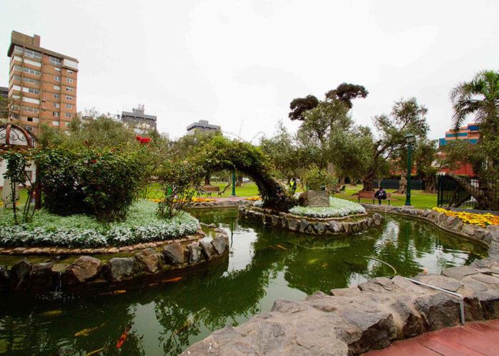 Bosque El Olivar park in Lima