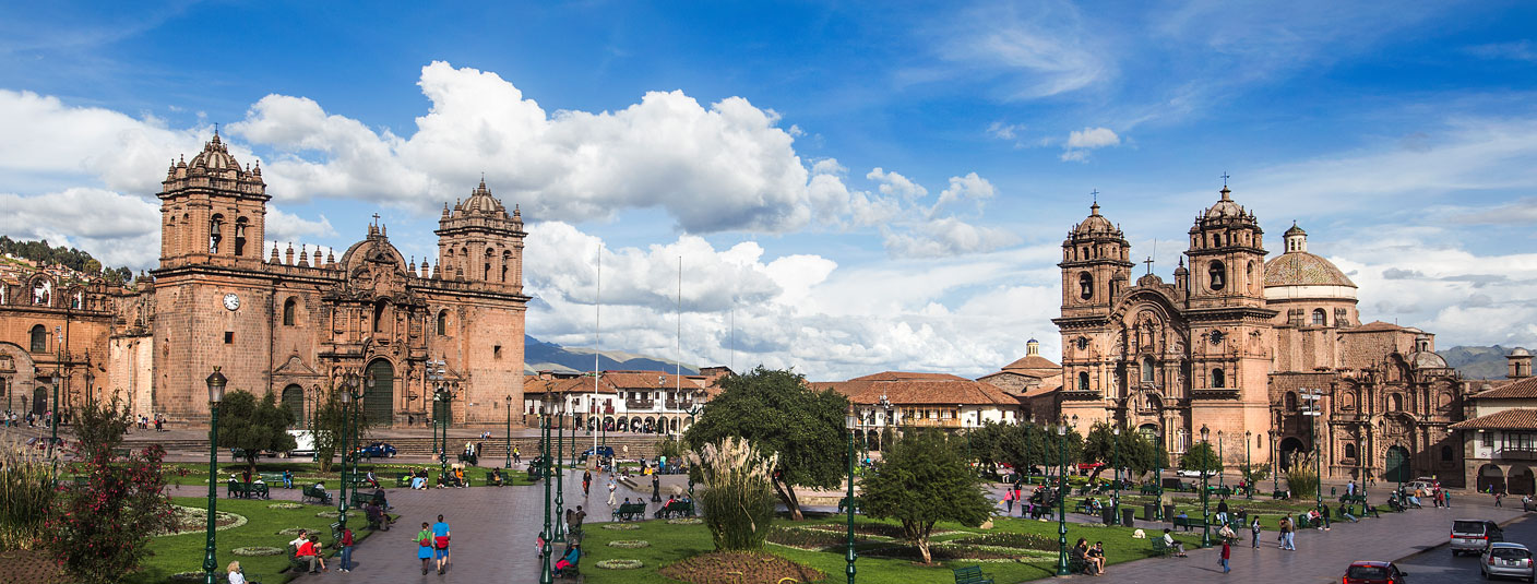 The Plaza de Armas in Cusco, full of visitors and surrounded by historic buildings.