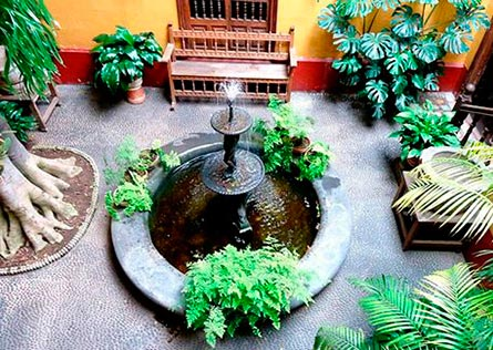 Looking over the courtyard with a fountain at Casa Aliaga